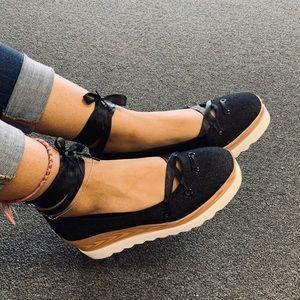 NEW**Ladies Black round toe Platform Wedge .